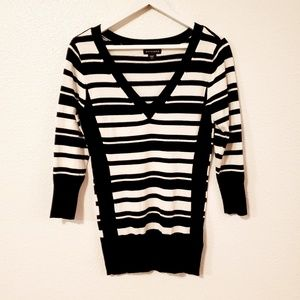 Metaphor Striped V-neck 3/4 Sleeves Sweater